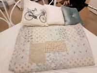 Bedspread and cushion bundle