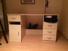 Brown wooden office/work/bedroom desk/table