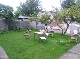 Big lovely double room £100pw or £120 for a couple all bills included and fast fibre optic Internet!