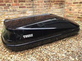 Nearly new Thule Roof Box and Wingbars. Excellent condition.