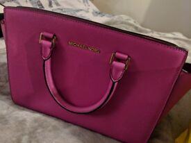 Genuine Micheal Kors Selma Medium leather cross body bag