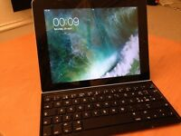 Ipad 4 32 GB Wifi with keyboard for sale