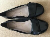 Clarks girls patent shoes