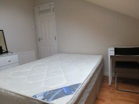Single room available in a lovely house in Delhi street just off the Ormeau Road south Belfast.