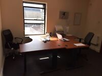DESKS TO RENT IN SHARED OFFICE - IDEAL LOCATION NEXT TO THE STATION