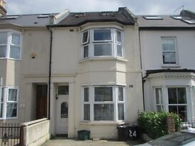 Double bedroom available within a six bedroom 3 bathroom house in prime central wimbledo