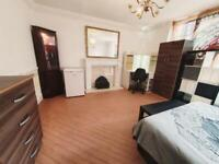RENT STUNNING LARGE DOUBLE ROOM IN DOCKLAND