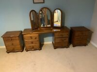 Dressing table, triple mirror, stool and 2 bedside drawer units