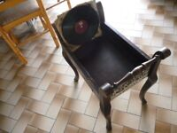 beautiful vintage records rack for 78 speed vintage records,will fit more then 80 records..