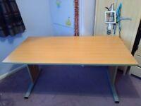 Large oak desk in excellent condition