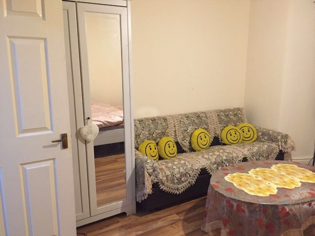 LARGE STUDIO FOR RENT IN ILFORD £850 All bills included