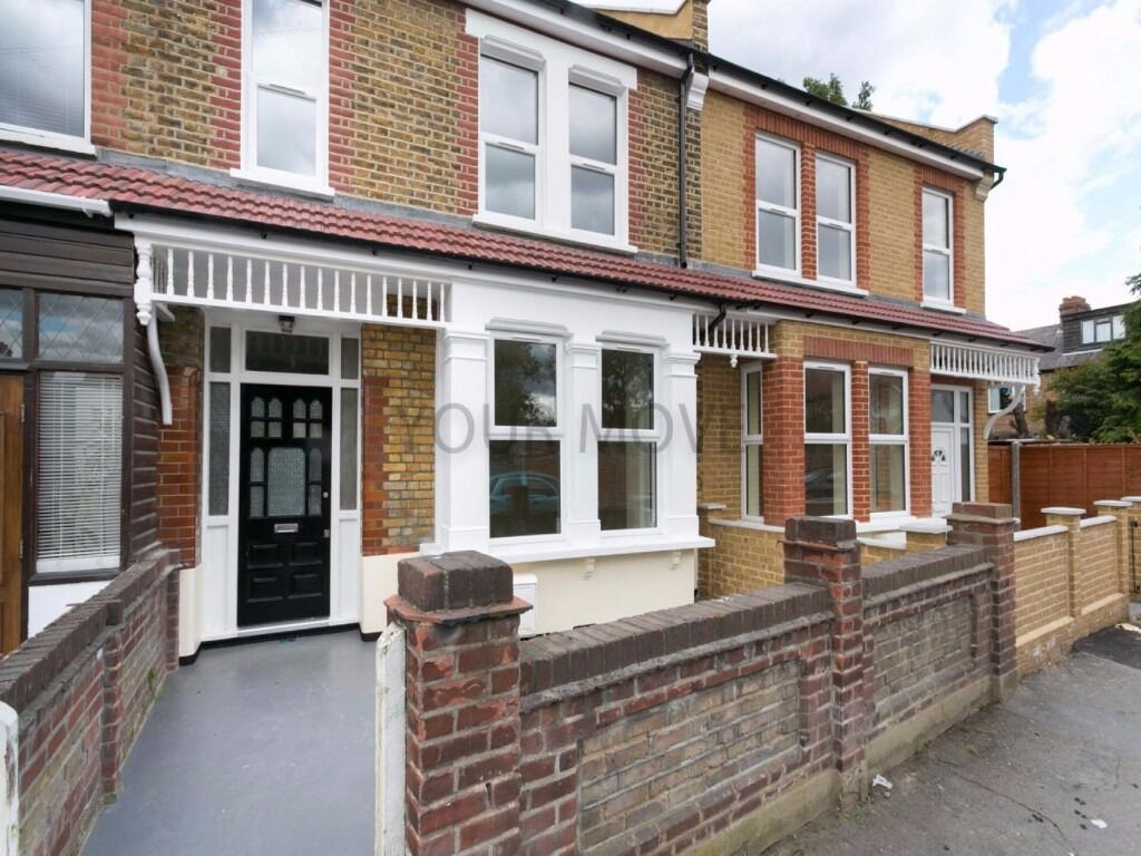NEWLY REFURBISHED FIVE BEDROOM TWO BATHROOM HOUSE LOCATED OFF CHINGFORD MOUNT ROAD
