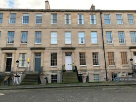 2 bedroom flat in Fettes Row, Edinburgh, EH3 (2 bed) (#1087462)