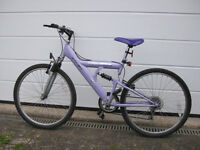 Bicycle suitable for teenage girl