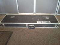 Hard case for electric/bass guitar