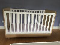 Mamas and Papas Cotbed and changing table/drawers