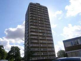 2 bedroom flat in Meadow Road, Vauxhall