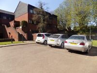 Lovely 3/4 Bed Property Close to Stockwood Park, M1 J10, Parkway Station No DSS