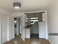 1 bedroom flat in Laleham Road, Staines-Upon-Thames, TW18 (1 bed) (#305468)