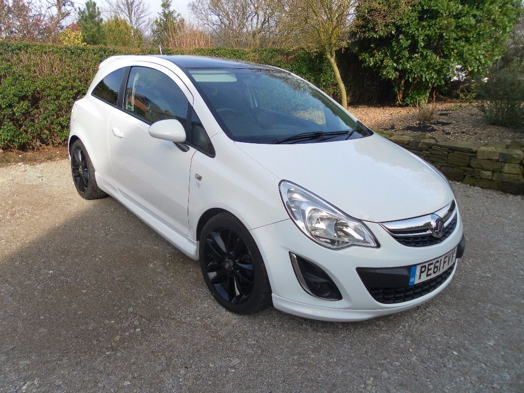 vauxhall corsa 1 3 cdti ecoflex 16v limited edition 3 door white low mileage superb condition. Black Bedroom Furniture Sets. Home Design Ideas