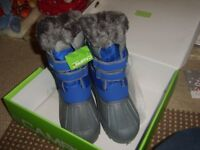 snow boots size 2 BNIB £9 collection from didcot from a smoke and pet free home