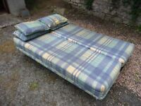 Bed Settee with 4 cushions