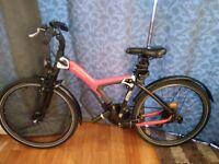 B'Twin B'Original 700 hybrid bike with 2 secured locker