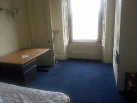 Double Room Available -- Meadows/Bruntsfield