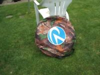 POP UP TENT TOILET/CHANGING PLUS 2 CAMPING STOOLS