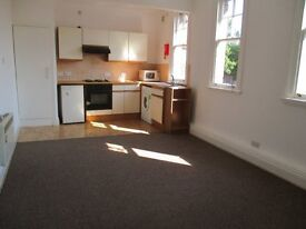 *HALF PRICE RENT OFFER* Well presented* One double bedroom* White goods inc* Parking*Bgrove High St*