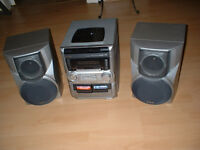 FREE - HiFi 3 disc player with radio and 2 speakers (for spares or repair)