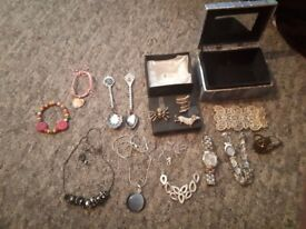 Bundle of costume jewelery