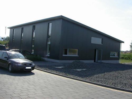 Neue Stahlhalle 16m x 25m x 4m, isoliert