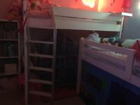Stompa high bed with table for underneath