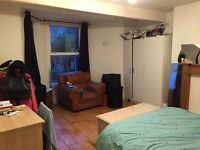 Double room to rent in West Ealing