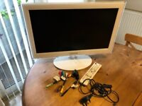 "Samsung 22"" HD LED TV in White with all accessories. Great condition"
