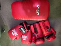 2 Pairs Longsdale Boxing Gloves + Garta Sport Kickpad (RED)