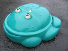 Green Frog by Step 2 Sand Pit / Paddle Pool with Cover
