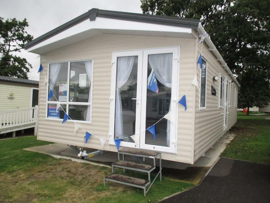 Stunning caravan / holiday home for sale! No pitch fees until 2019! Clacton - Essex