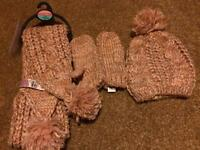 Hat, scarf and gloves set