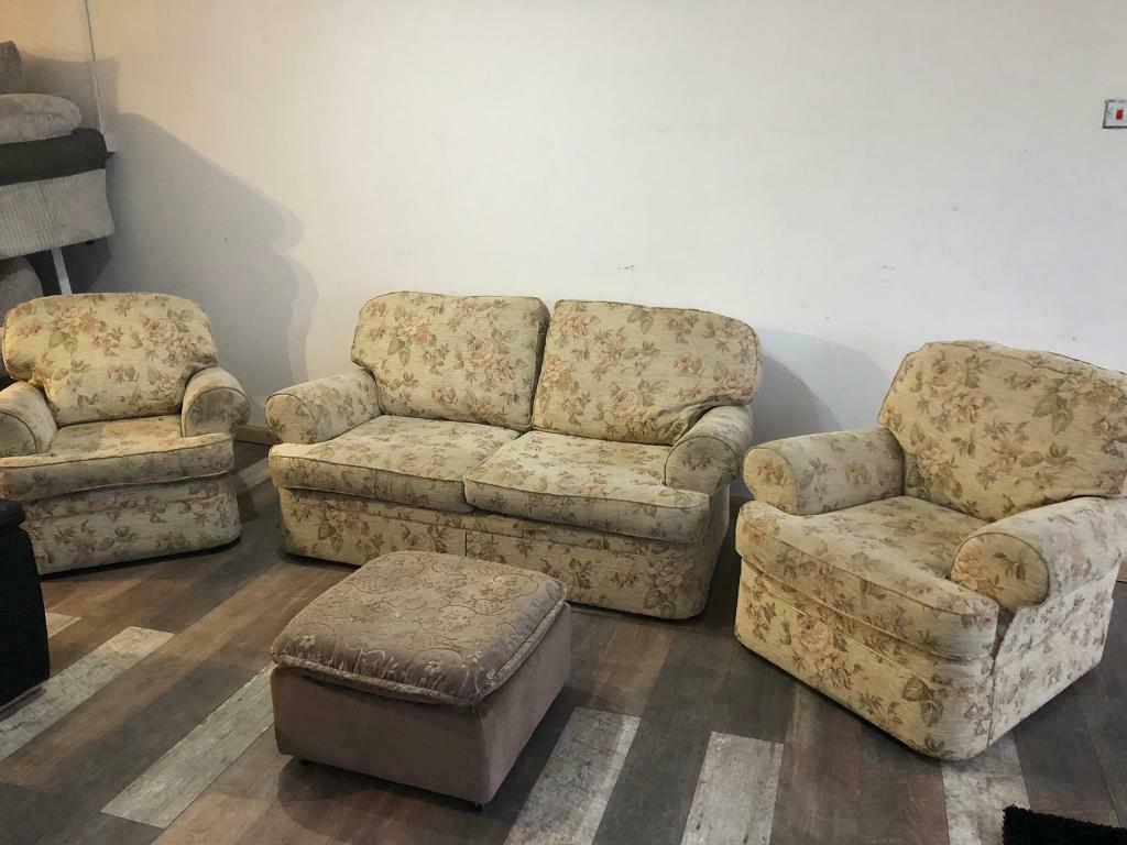 Scs Fabric Floral Design Sofa Set In Very Good Condition