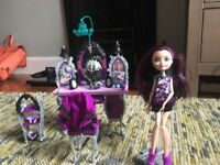 Ever After High doll - Raven Queen playset with vanity unit **RARE**