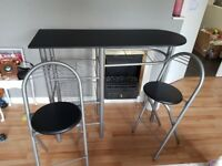 Breakfast bar with stools.