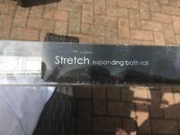 Expanding bath rail