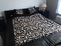 Creamy-black bedspread with 2 pillows