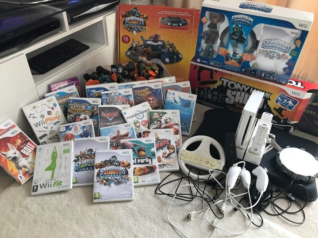Nintendo Wii Complete bundle over £2000 worth console 22games 72 figures fit chucks controllers