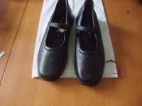 Hush Puppies ladies shoes size 5 in Black