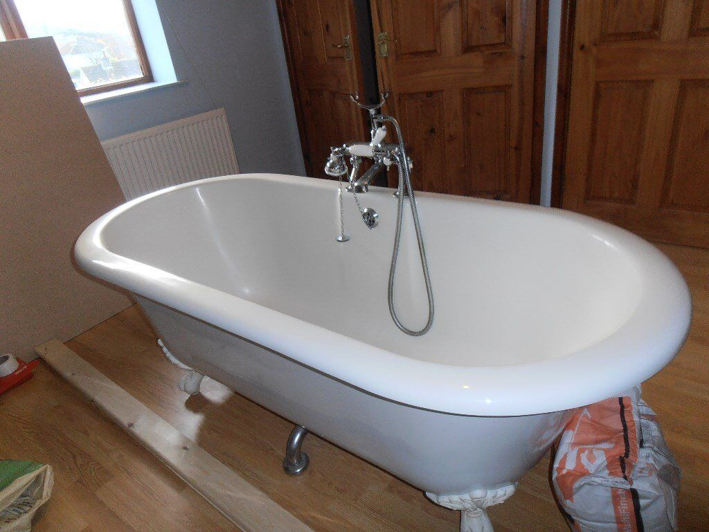 Freestanding Acrylic Roll Top Bath with Claw Feet, with bath taps ...