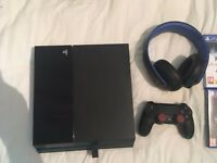 PlayStation 4 + PlayStation Headset + 8 Games