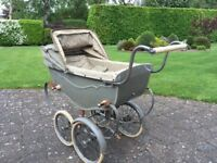Child's 1940/1950 Silvercross doll's pram. Excellent condition - in full working order